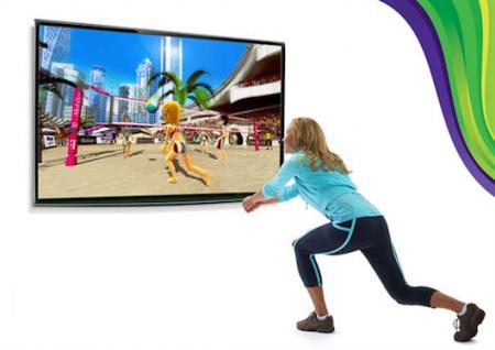 Fiatal nő Kinect Sportot játszik