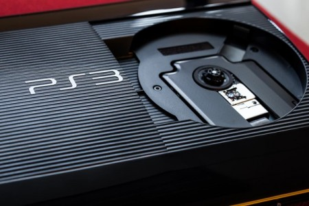 Sony Playstation 3 Super Slim nyitott lemeztárolóval